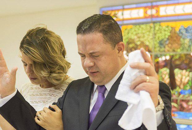 El pasado domingo 5 de febrero, en la Universal de Uruguay se vivió un momento memorable. El obispo Djalma Bezerra ministró la reunión y consagró a obispo al pastor Celso Zorzenon y a su esposa la señora Valdirene.