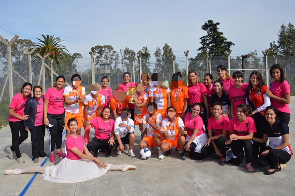 Primer torneo de Fútbol Feminino en la Carcel de Montevideo