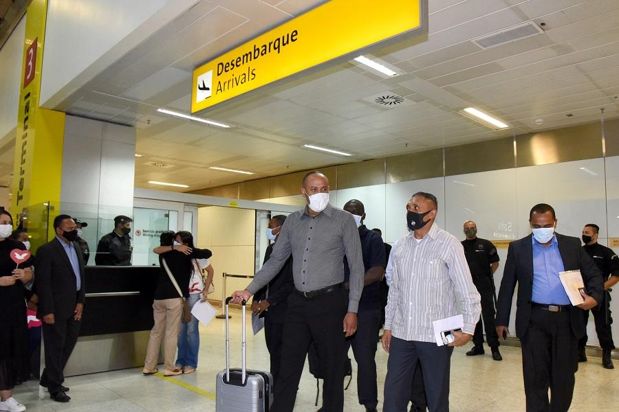 Pastores brasileños fueron deportados de Angola